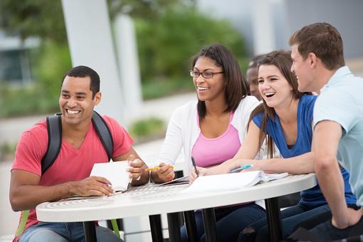 大学生の平均生活費